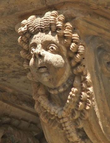 Dettaglio di un balcone barocco in Via Nicolaci a Noto