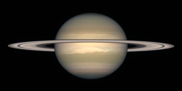 Saturno fotografato dal telescopio spaziale Hubble