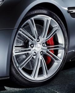 Cerchi in lega dell'Aston Martin Vanquish versione 2013