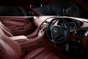 I lussuosi interni in pelle della Aston Marin Vanquish 2013