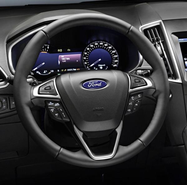 Il volante multifunzione della nuova Ford S-MAX