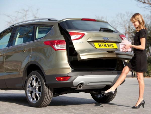 """Nuova Ford Kuga - l'apertura """"intelligente"""" del portellone (si apre avvicinando il piede al paraurti)"""