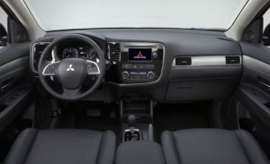 La plancia del Mitsubishi Outlander versione 2013
