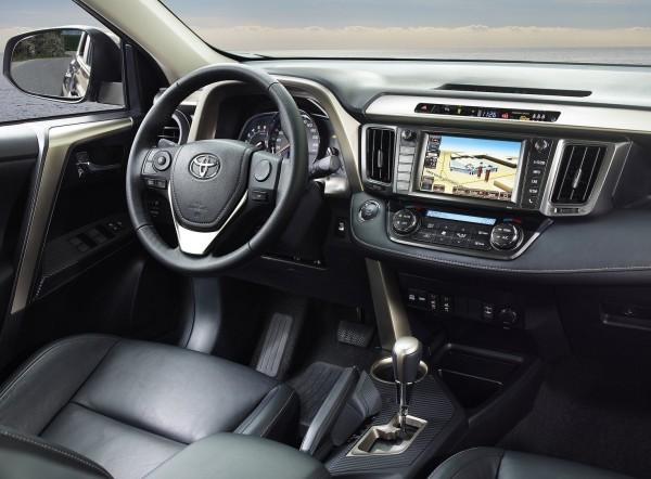 Nuovo Toyota RAV4 - gli interni